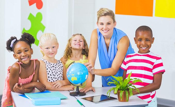 teacher teaching her students